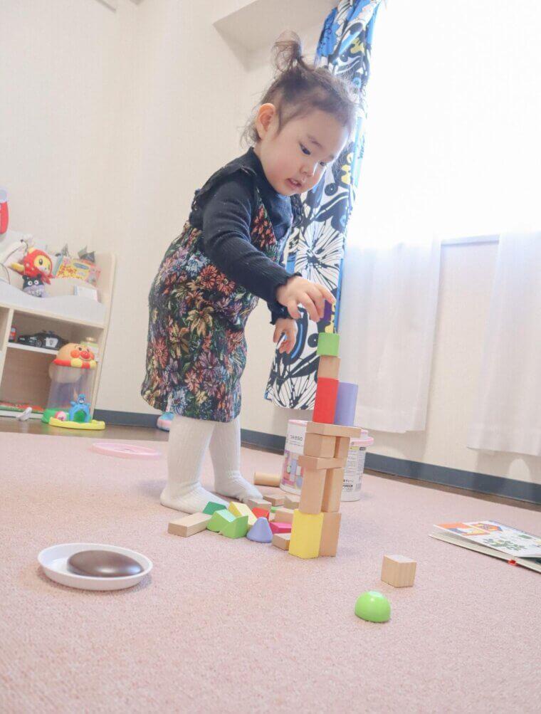 バランスの良い硬さのカーペットなので積み木遊びも可能!