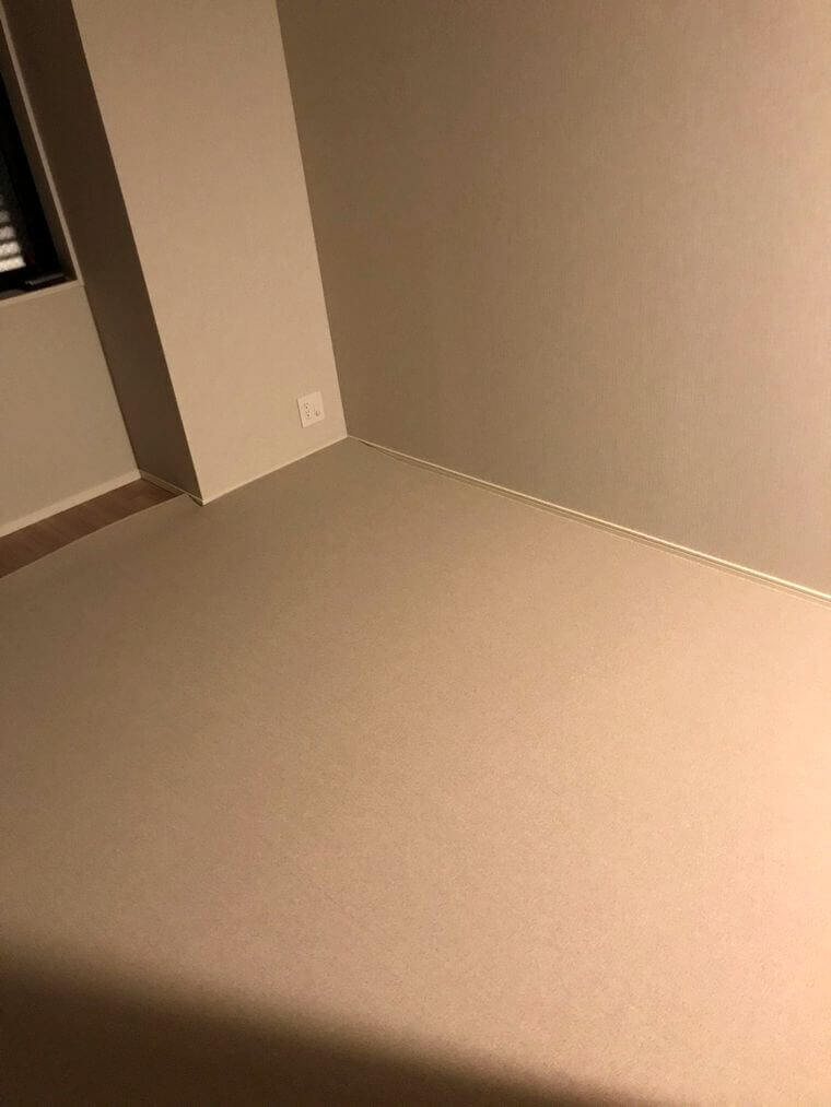 壁際のカーペット