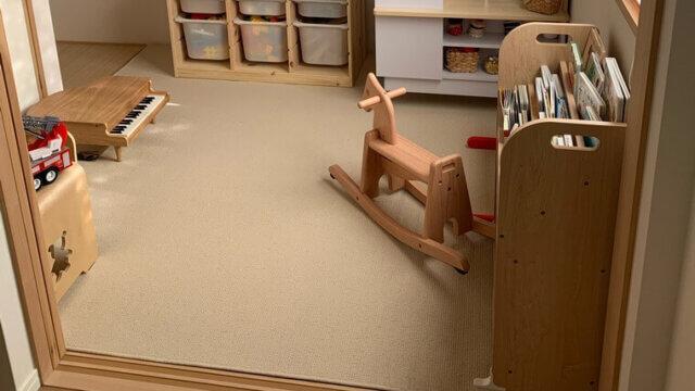 サラッとした使用感!掃除機もかけやすいカーペット