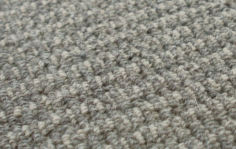 繊細な2色のウール糸が魅力的
