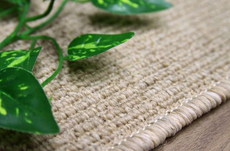 木製のフリーリングと相性が良いライトブラン系のカーペット