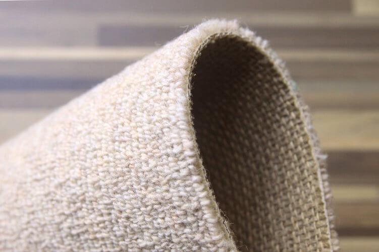 清潔感のある明るい色と汚れにくいウールカーペット