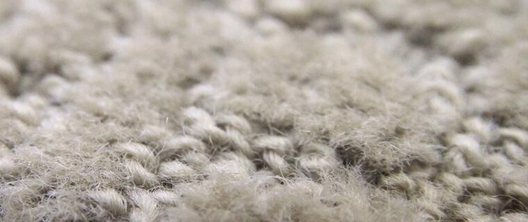 ウール繊維にカットとループパイル
