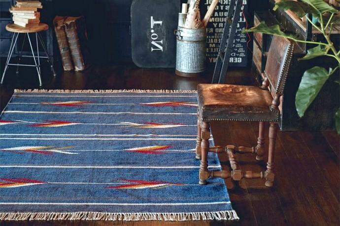 インド製平織りラグ・マット「JUTA/ジュタ」は発色の良さが際立つネイビー系・ホワイト系の2色
