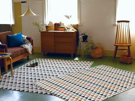 ラグ・マット「MUSTER/ムスター」は特徴的な小さな三角形を全体に表現!ベルギー製のおしゃれなキリムデザイン