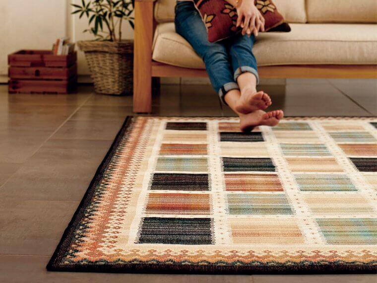 床暖対応ラグ「NOMAD/ノマド」は色使いが絶妙なアートなデザインのキリム柄