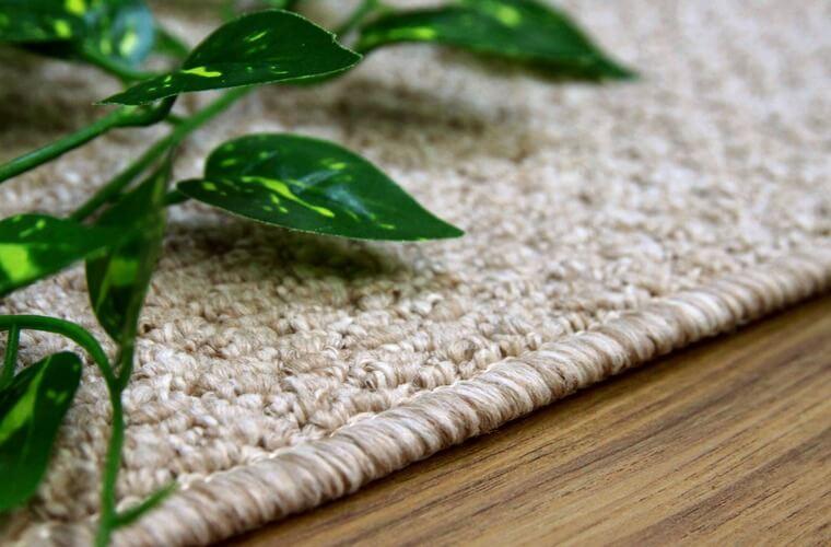 汚れが目立ちにくいカラーのカーペット