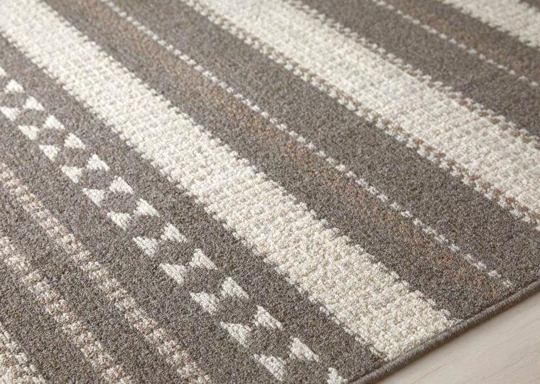 ニュージーランド産羊毛:100% ループパイル:4~8mm
