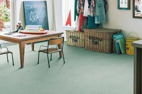 次世代カーペット「CRINA/クリナ」は室内の空気をキレイにするハウスダスト低減機能付き