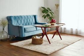 洗えるラグ・カーペット「FEED/フィード」は木製家具と相性のいいカラーリング!滑り止め付きシャギータイプ