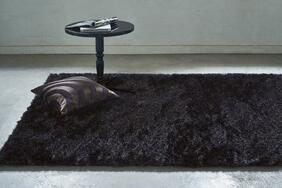 毛足の長いラグ・カーペット「MABLE FUR/マーブルファー」はしっとりとした柔らかさと最高の肌触り