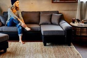 インド製平織りラグ・カーペット・マット「MIT/ミット」はフロアに躍動感を与えるスポーティーなボーダーパターン
