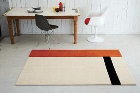ラグマット「STIP/スティップ」は個性的なフォルムとパターンの北欧デザイン