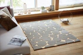 ラグマット「TAKU/タク」は丸い石畳を並べたようなユニークなデザイン