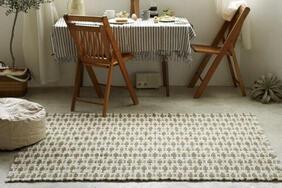 ラグ・マット「UGO/ウーゴ」は綿100%の糸を複数の色を使ってナチュラルに織り上げました