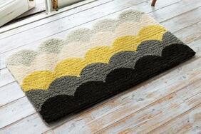 玄関マット「BALLOON/バルーン」はイエローを差し色にしたオシャレで大胆な波型模様
