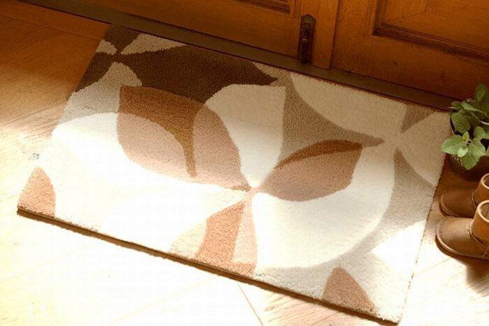 玄関マット「EGONOKI/エゴノキ」は北欧風なリーフ柄を切り絵調で表現