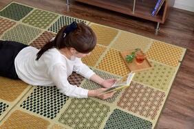 国産市松模様い草カーペット「市松和紋」は裏面は衝撃吸収のウレタンフォーム!和室や洋室にぴったりのモダン柄
