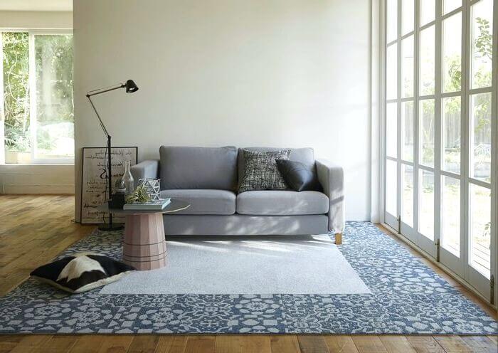 防汚タイルカーペット「SWEET/スウィート」はパッチワークのようなレースの編み模様がオシャレ