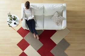 撥水タイルカーペット「LADE/レイド」は遊び心が満載のレトロなカラーリング