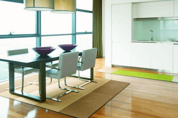 防ダニタイルカーペット「PLAIN/プレーン」はダイニングやリビングで活躍するシンプルな暖色系カラー