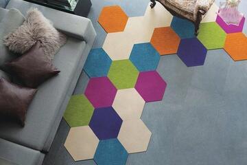 オシャレなデザインタイルカーペット「ROKKAKU/ロッカク」は他に類を見ない斬新なカタチと個性的なカラー