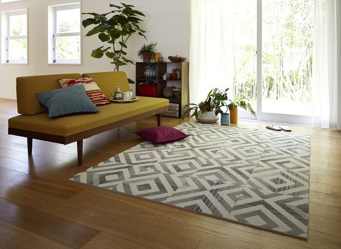 洗えるタイルカーペット「WAM/ワム」は浮き上がったようなランダムな菱形模様